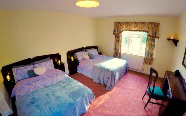 Отель Cratloe Lodge Self Service House комната для гостей