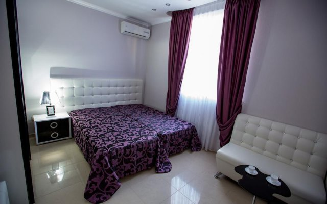 Апартаменты у Аэропорта комната для гостей