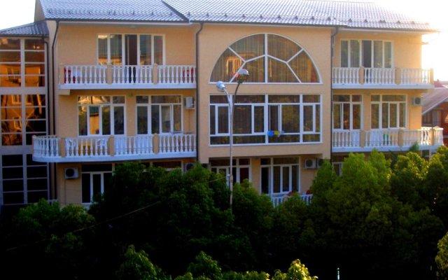 Гостиница Катран вид на фасад