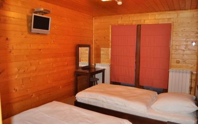 Sunny Mountain Hotel Хуст комната для гостей