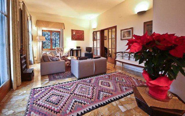 Апартаменты Apartments Florence Villa La Querce Эмполи комната для гостей
