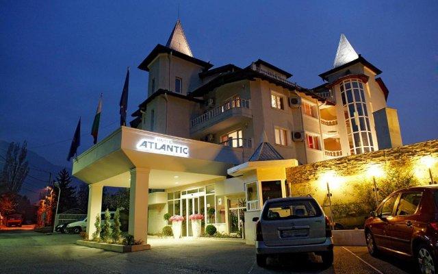 Отель Атлантик вид на фасад