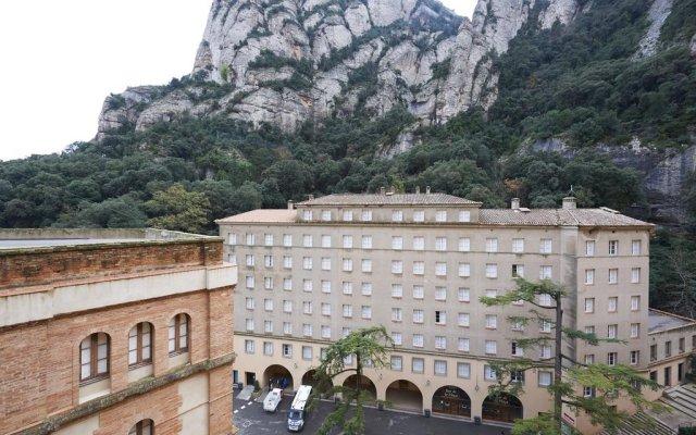 Отель Apartamentos Montserrat Abat Marcet вид на фасад