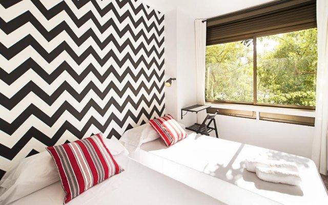 Отель Fira Guest House комната для гостей