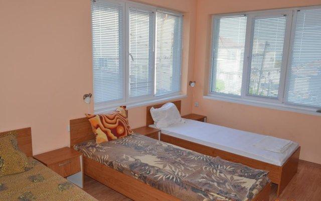 Отель Guest House Emona Балчик комната для гостей