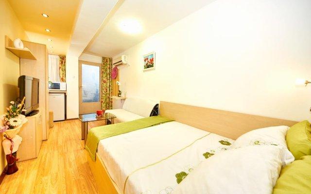 Апартаменты Lazur Studio комната для гостей