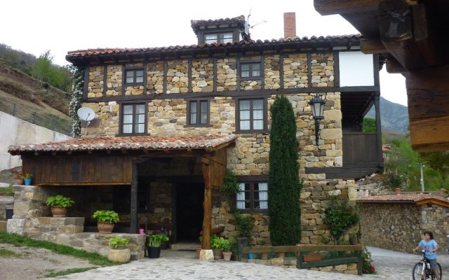 Отель Posada Torcaz вид на фасад