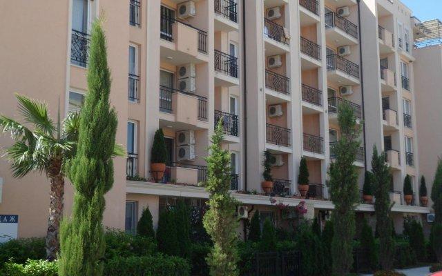 Апартаменты Sun & Sea Apartments Солнечный берег вид на фасад