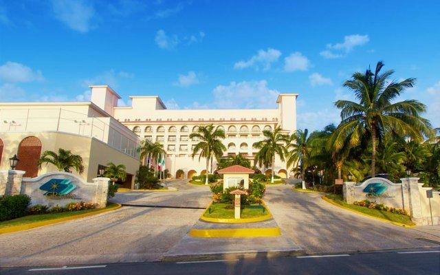 Отель GR Solaris Cancun - Все включено вид на фасад