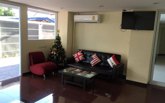 Апартаменты Modernbright Service Apartment Бангламунг комната для гостей