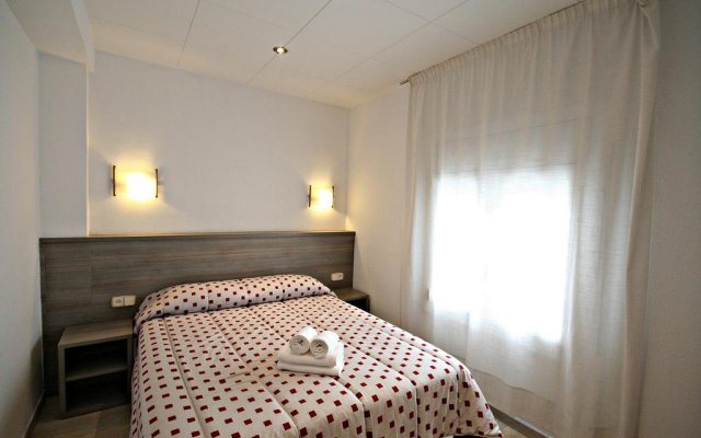 Отель La Carabela Испания, Курорт Росес - отзывы, цены и фото номеров - забронировать отель La Carabela онлайн комната для гостей