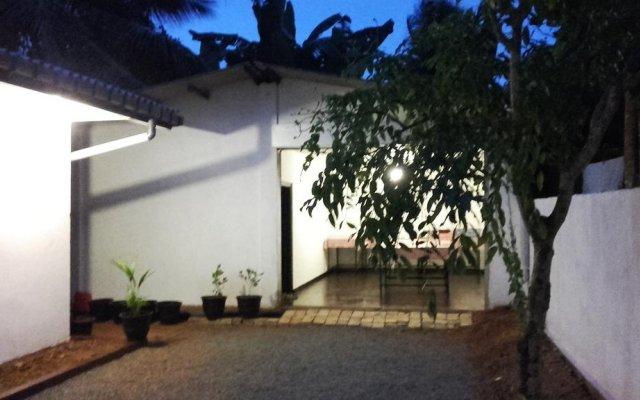 Отель Kingdom Tourist Resort Шри-Ланка, Анурадхапура - отзывы, цены и фото номеров - забронировать отель Kingdom Tourist Resort онлайн парковка