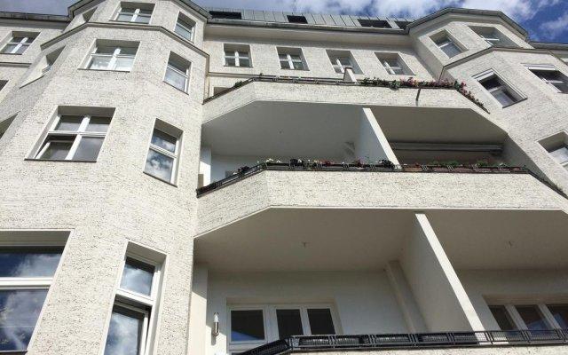 Отель Ambert Berlin (только для женщин) Берлин вид на фасад