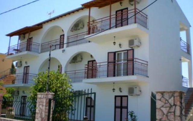 Отель Mejanis Studios вид на фасад