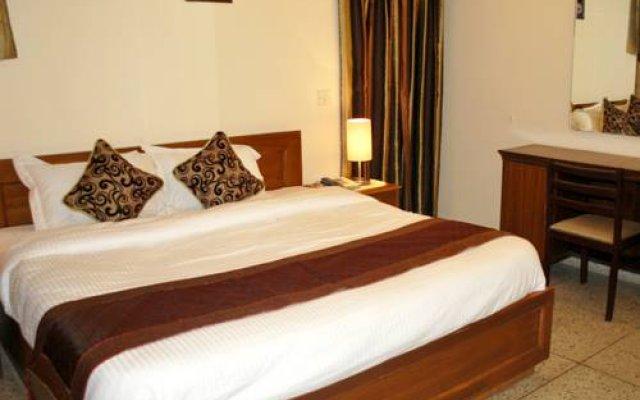 Отель Adarsh Residency комната для гостей
