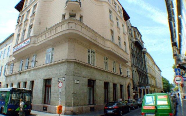 Boomerang Hostel Будапешт вид на фасад