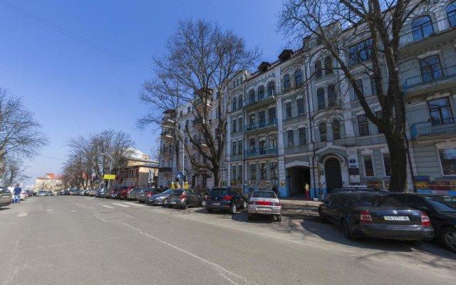 Гостиница BestKievApartment на Площади Независимости парковка