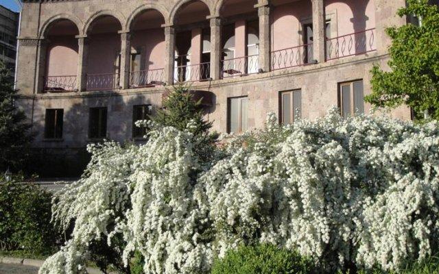 Villa des Roses Hotel вид на фасад