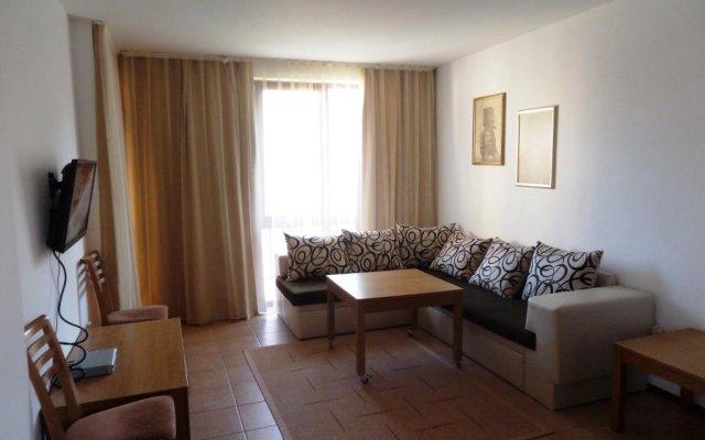Апартаменты Apartment 39 Arcadia Солнечный берег комната для гостей