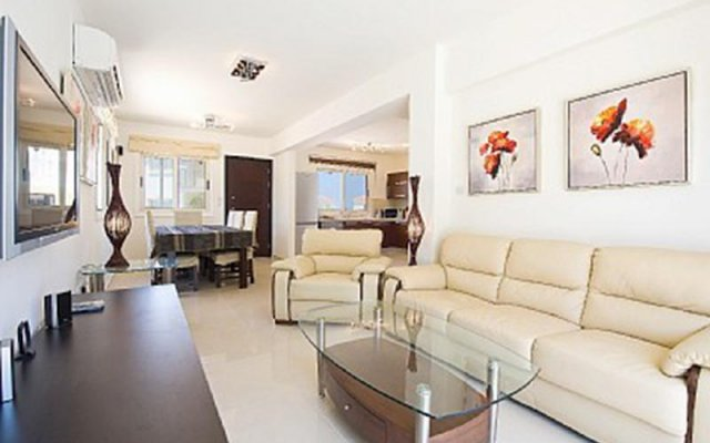 Отель 28 Athena Beach Villa комната для гостей