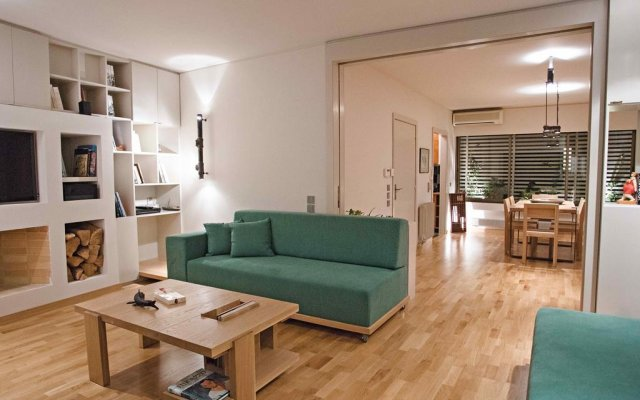 Отель Hidesign Luxury Tube Apt in Kolonaki комната для гостей
