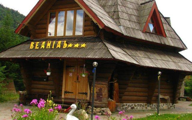 Гостиница Медведь Волосянка вид на фасад