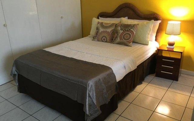 Апартаменты Montego Bay Studio комната для гостей