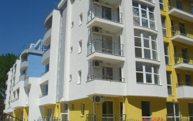 Апартаменты Sofia Apartments In Sunny Residence Солнечный берег вид на фасад