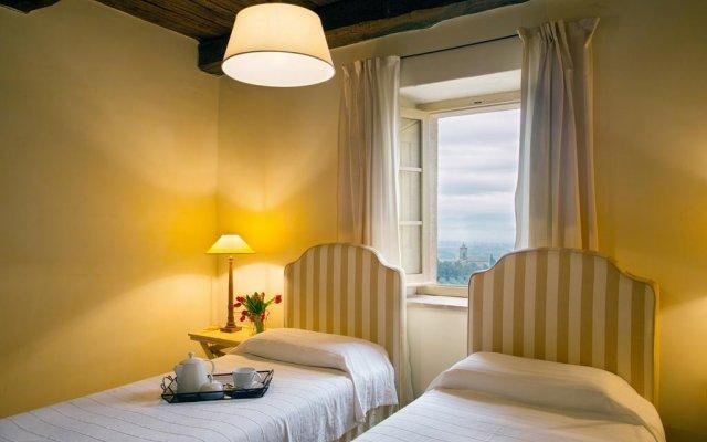 Отель Villa della Genga Country Houses Сполето комната для гостей
