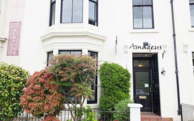 Отель Amadeus Guest House Глазго вид на фасад
