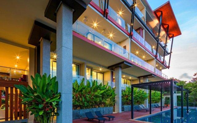 Отель At The Tree Condominium Phuket вид на фасад