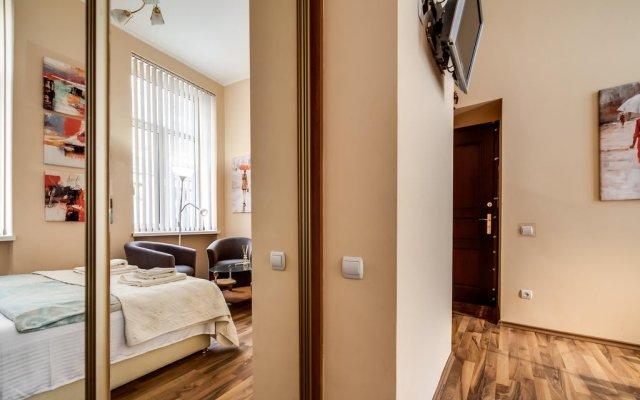 Апартаменты Queens Apartments комната для гостей