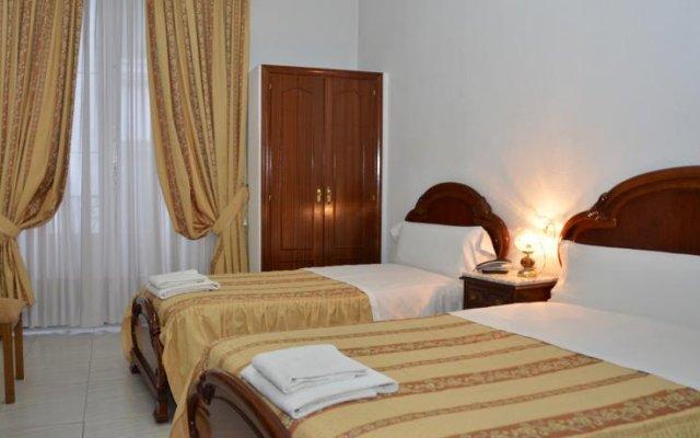 Отель Hostal Reconquista Испания, Мадрид - отзывы, цены и фото номеров - забронировать отель Hostal Reconquista онлайн комната для гостей