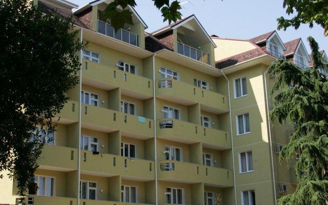 Гостиница Альмира вид на фасад