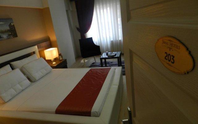 Отель Simal Airport Suites комната для гостей