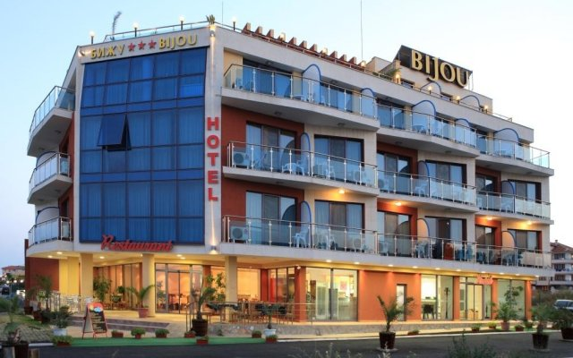Отель Бижу Равда вид на фасад