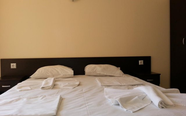 Апартаменты Menada Sunset Beach Apartment Солнечный берег комната для гостей