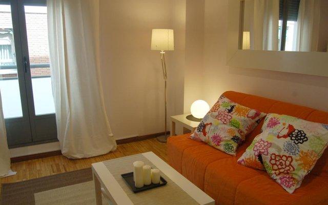 Отель Apartamentos Conde Duque DecÓ Испания, Мадрид - отзывы, цены и фото номеров - забронировать отель Apartamentos Conde Duque DecÓ онлайн комната для гостей