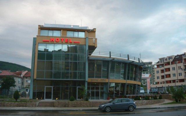 Dream Hotel вид на фасад
