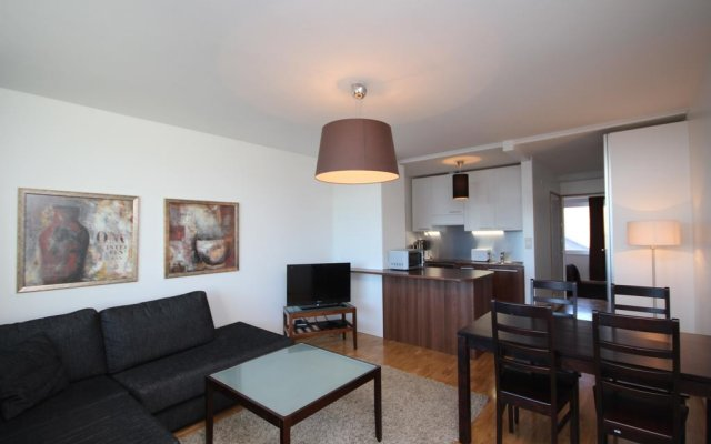 Апартаменты Gella Serviced Apartments комната для гостей