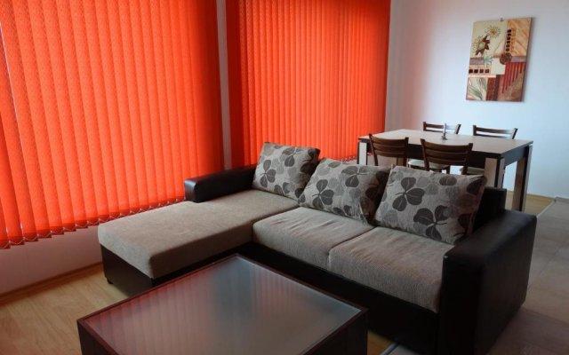 Отель Flat Lora Pomorie Болгария, Поморие - отзывы, цены и фото номеров - забронировать отель Flat Lora Pomorie онлайн комната для гостей