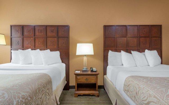 Отель Ramada by Wyndham Columbus Polaris комната для гостей