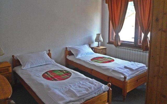 Family Hotel Feniks Чепеларе комната для гостей