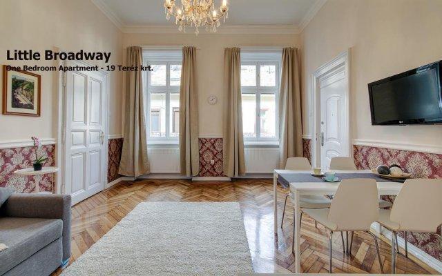 Апартаменты Little Americas Oktogon Apartments комната для гостей