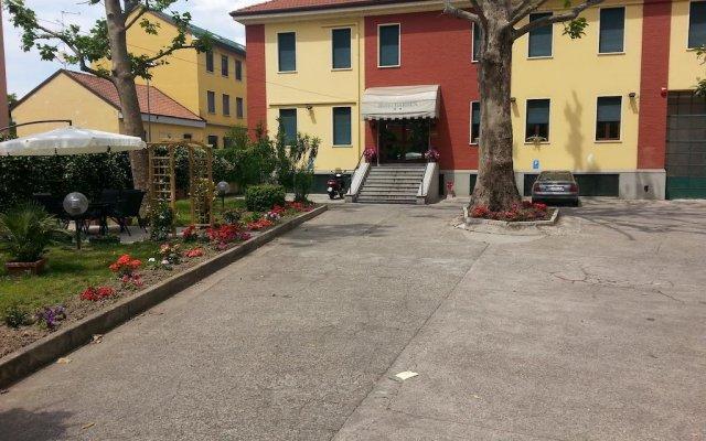 Hotel Garden парковка
