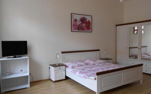 Апартаменты Charles IV Apartments Прага комната для гостей