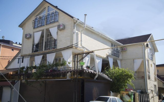Гостевой Дом Лазурный вид на фасад