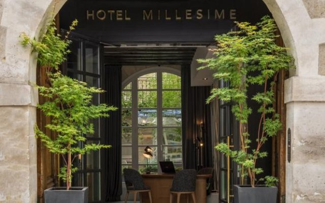 Отель MILLESIME Париж вид на фасад
