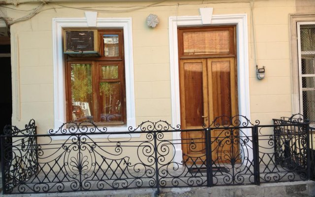 Отель Comfortable Flat in Central Tbilisi вид на фасад