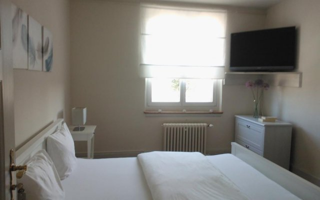 Отель Bed and Breakfast Dieci allo Zoo комната для гостей